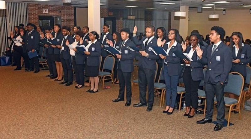 William R. Harvey Leadership Institute Hosts Induction Ceremony for Freshman Students